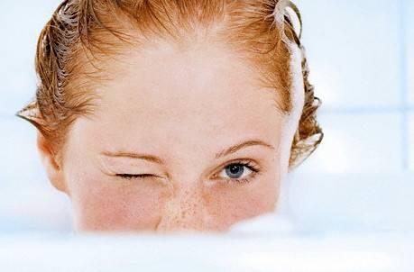 мыть волосы бальзамом