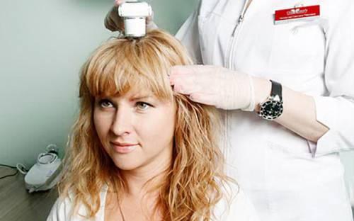 выпадают волосы к какому врачу обращаться