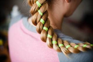ленты в волосах коса