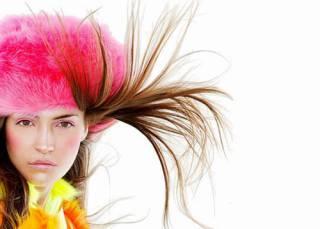 электризуются волосы что делать
