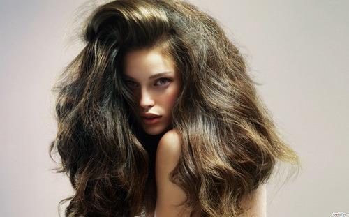 Как сделать волосы пышными и объемными. Как придать объем тонким волосам у корней