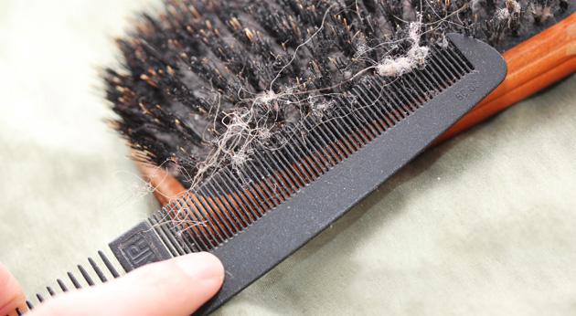 чистка расчески от волос